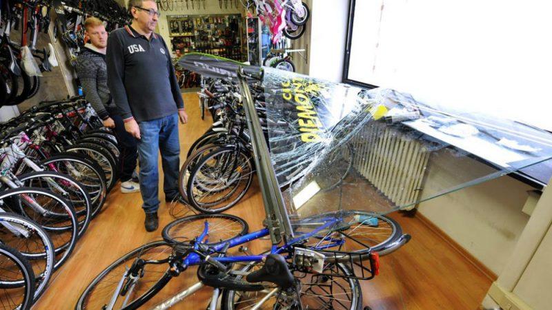 Spaccata Alla Cicli Piemontesinarubate Biciclette Per 50mila Euro