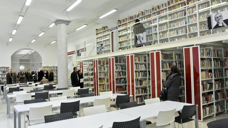La biblioteca di Asti dove, sabato, torna il Mercatino dei libri