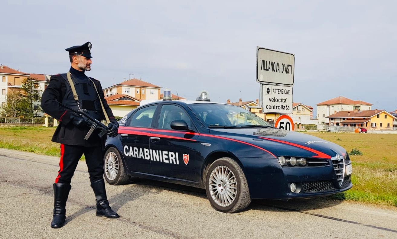 Carabinieri interrompono il pestaggio di una donna e le ...