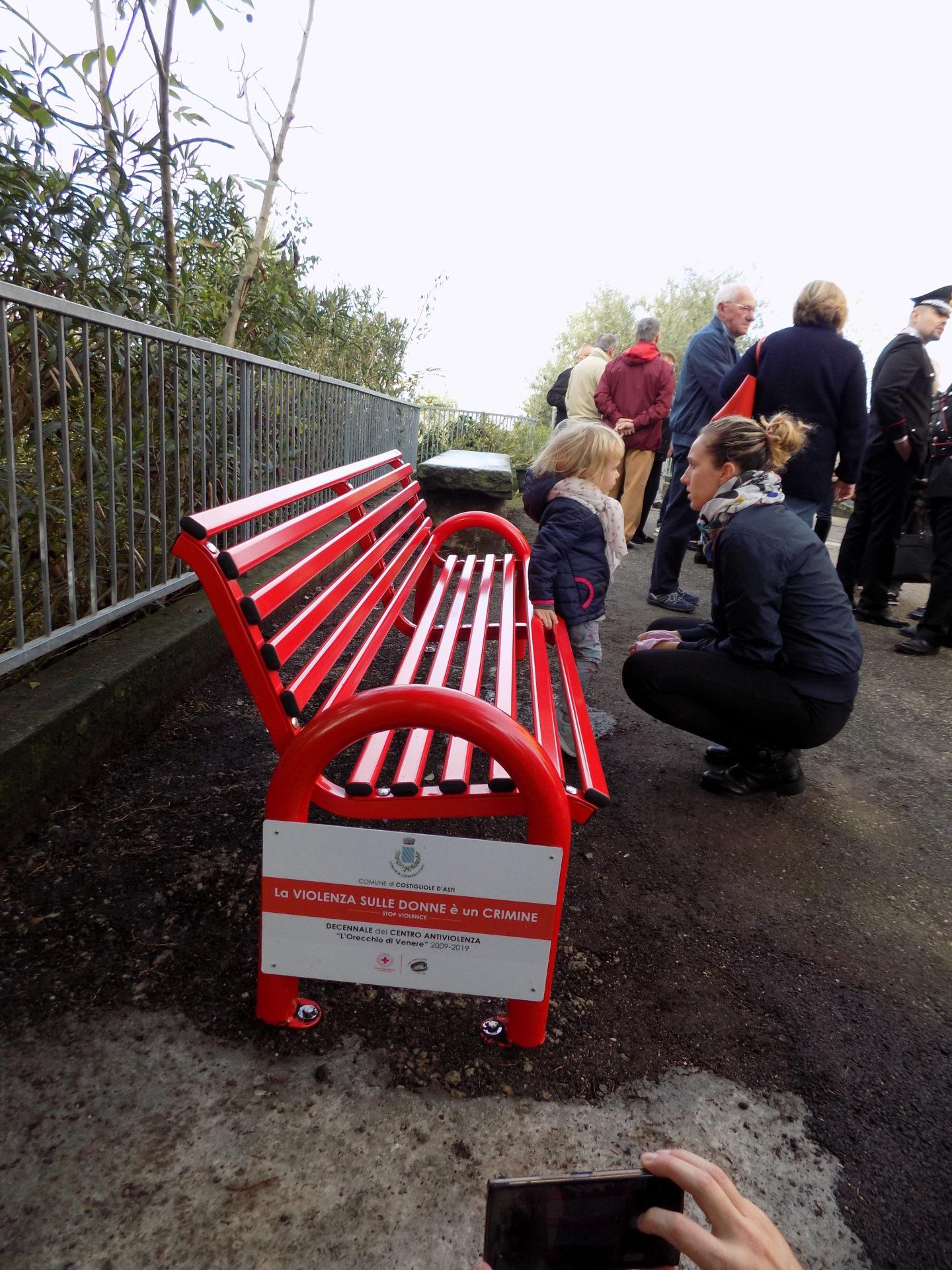 La Pietra Srl Asti panchina rossa per ricordare elena e le altre donne vittime