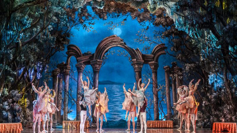 """Napoli: al """"teatro Alfieri"""" in scena l'opera 'Il lago dei cigni'"""