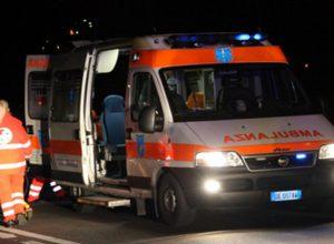 L'ambulanza interviene sul luogo dell'incidente
