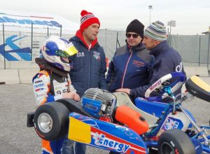 Da sn, Manu Olivieri, papà Fabrizio e il team con Wiser