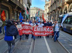 I lavoratori Embraco sfilano al Giro d'Italia