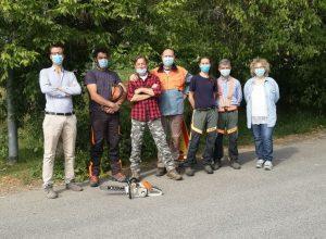 Gli operai forestali della squadra Asti 1 con il vicesindaco Andrea Giroldo