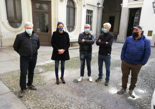 I lavoratori Embraco con la sindaca di Torino Chiara Appendino