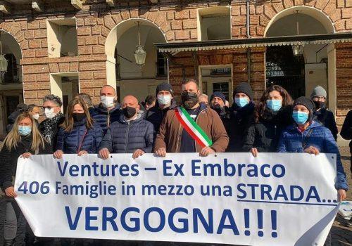 I lavoratori Embraco in piazza Castello a Torino
