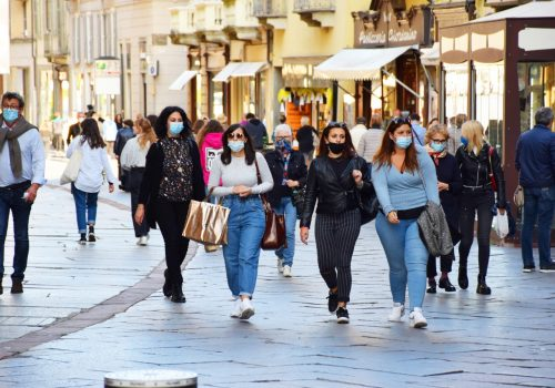 Gente con le mascherine