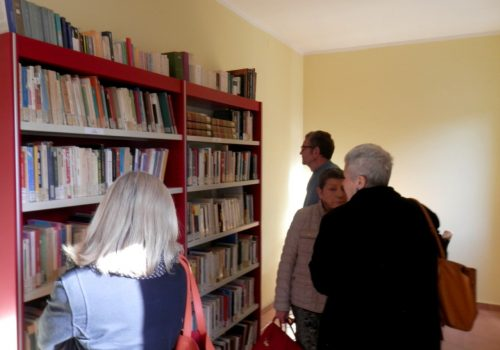 Lettori in biblioteca a Nizza