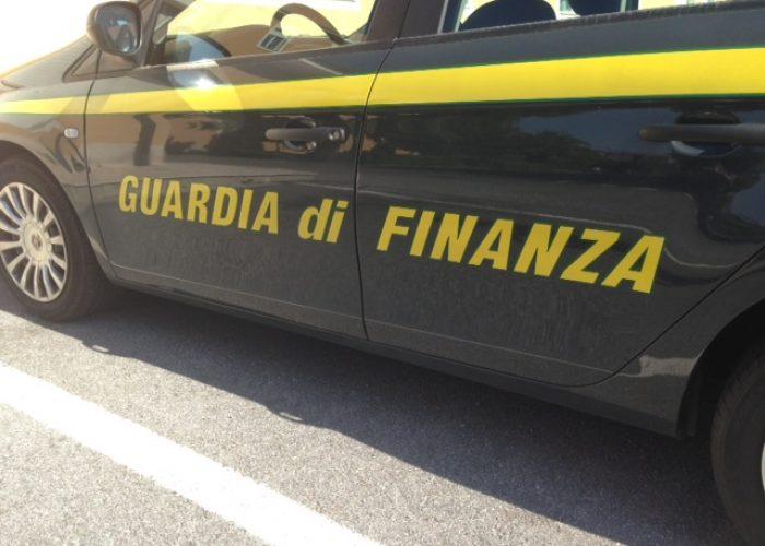 auto_guardia_finanza_generica_settembre_2013_01