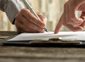 firma-generica-documento-contratto-notaio-legale-accordo-ufficio