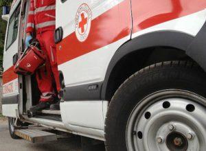 Giovane donna in attacco cardiacoaspetta l'ambulanza per un'ora