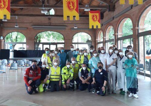 Volontari all'hub vaccinale di Nizza