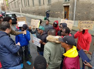 protesta profughi piazza catena