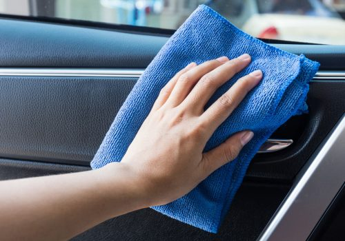 pulire gli interni dell'auto