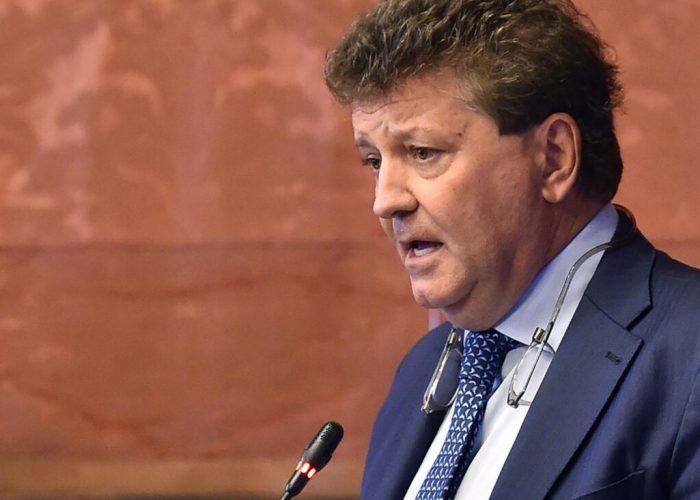 Roberto Rosso durante la seduta del consiglio comunale di Torino presso la sala rossa di Palazzo Civico, 15 luglio 2019 ANSA/ ALESSANDRO DI MARCO