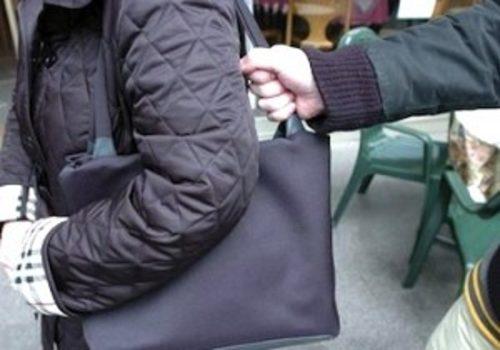 scippo-borsetta-anziana