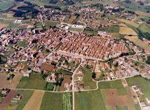 Veduta di paesaggi nel Comune di San Damiano d'Asti (AT). L'immagine fa parte dell'Atlante dei Paesaggi  astigiani e monferrini, realizzato per una più ampia conoscenza ed efficace salvaguardia del patrimonio paesaggistico del territorio piemontese.