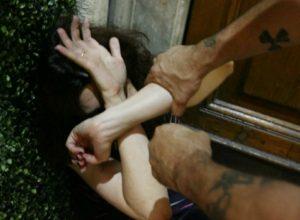 Storie di ordinaria violenza domestica, arrestato un operaio 44enne pregiudicato