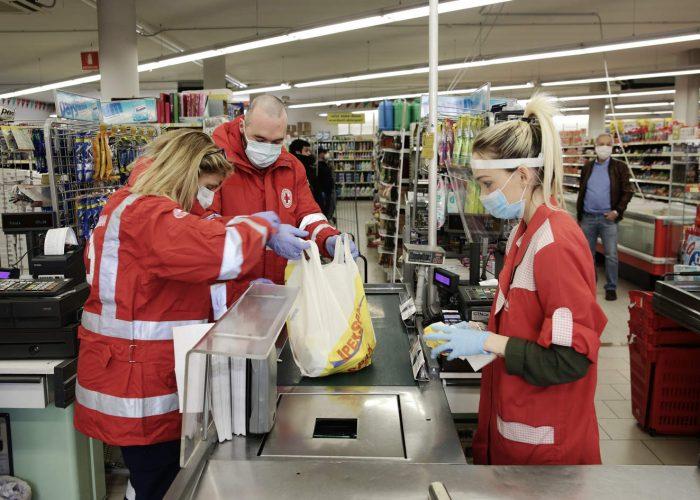 23/03/2020 Mestre, Coronavirus : Attivo il servizio della Croce Rossa di consegna spesa e farmaci a domicilio - La spesa al supermercato - . - fotografo: Errebi - Mirco Toniolo